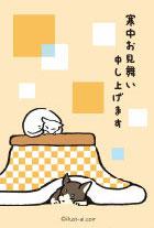 コタツで丸くなる猫と犬